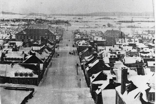 La rue de la Couronne vers 1860... (Photo WM.Notman and son, Faubourg Saint-Roch, Québec  © Musée McCord)