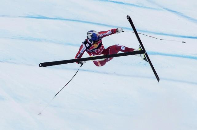 Svindal a lourdement chuté, déséquilibré à la réception... (Agence France-Presse)