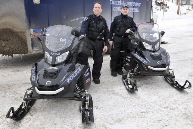 Les policiers de la Sécurité publique de Saguenay,... (Photo Le Progrès-Dimanche, Rocket Lavoie)