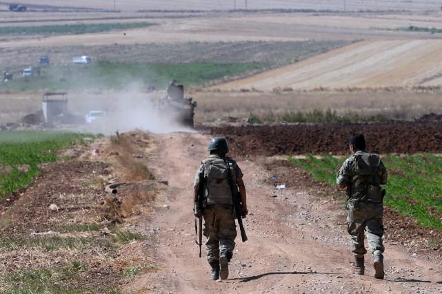 Des soldats turcs patrouillent près de la frontière... (PHOTO ARCHIVES ASSOCIATED PRESS)