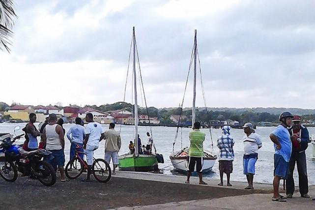 Un bateau de touristes transportant plus de 30 personnes s'est renversé au... (Photo AFP)