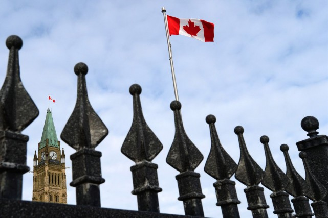Le ministre fédéral des Infrastructures, Amerjeet Sohi, a... (La Presse Canadienne, Sean Kilpatrick)