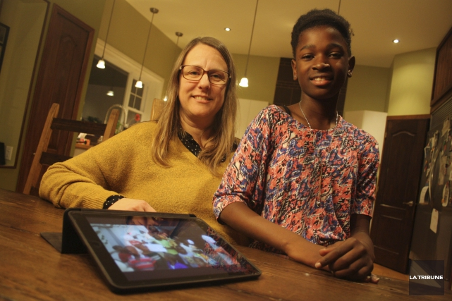 Julie Rouleau et sa mère, Isabelle Boisvert, ont... (La Tribune, Jean-François Gagnon)