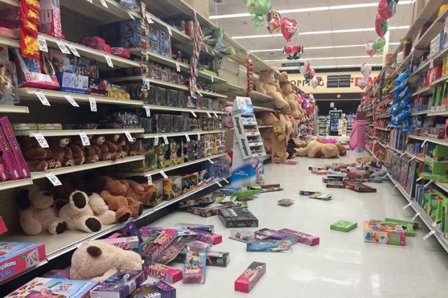 Un supermarchéSafeway de lapéninsule de Kenaï a été... (PHOTO AP)