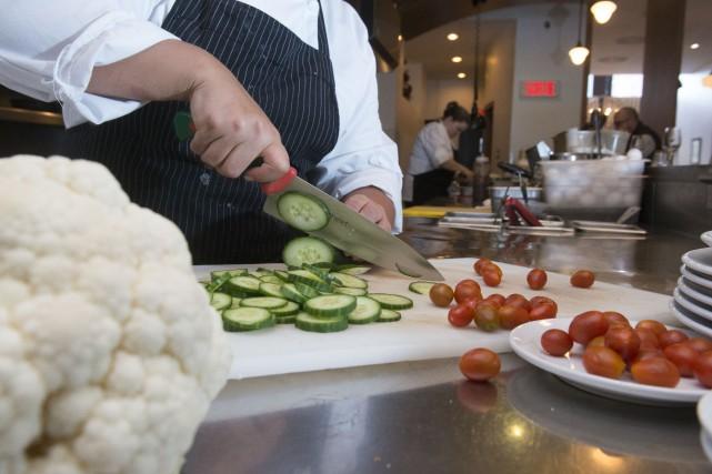Dans les cuisines des différents restaurants de la... (Spectre Média, Julien Chamberland)