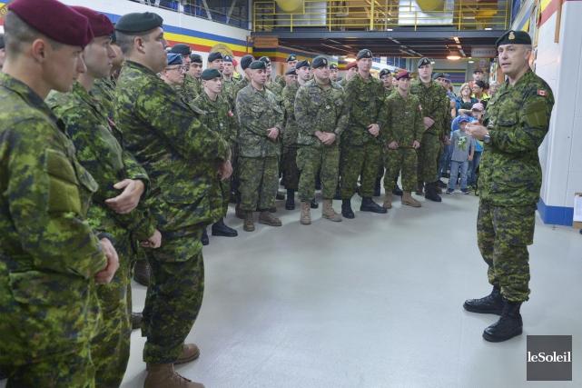 Plus de 200 soldats de la base de... (Photothèque Le Soleil, Jean-Marie Villeneuve)