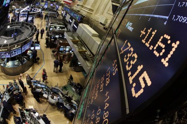 Wall Street a terminé sans direction jeudi à la fin d'une séance sans élan, le... (PHOTO RICHARD DREW, ARCHIVES AP)