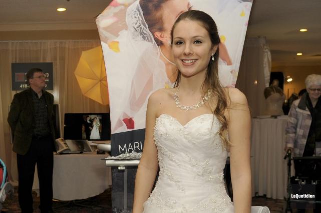 La mannequin Caroline Marion portait une robe de... ((Photo Le Quotidien, Marianne L. St-Gelais))