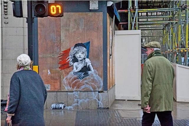 Une nouvelle oeuvre de l'artiste Banksy dénonçant la gestion des réfugiés à... (PHOTO TIRÉE DU SITE OFFICIEL DE L'ARTISTE)
