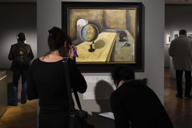 Un centaine de peintures et dessins réalisés par des victimes juives de la... (PHOTO AFP)