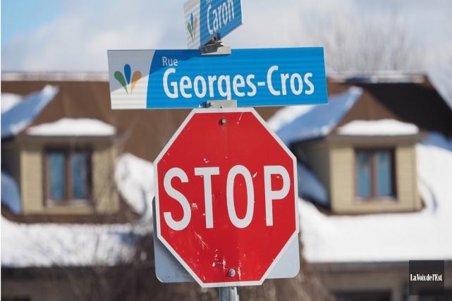 Faut-il utiliser le mot stop ou arrêt? Le... (archives La Voix de l'Est)