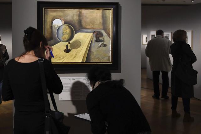 Une centaine de peintures et dessins réalisés par... (AFP, Tobias Schwarz)