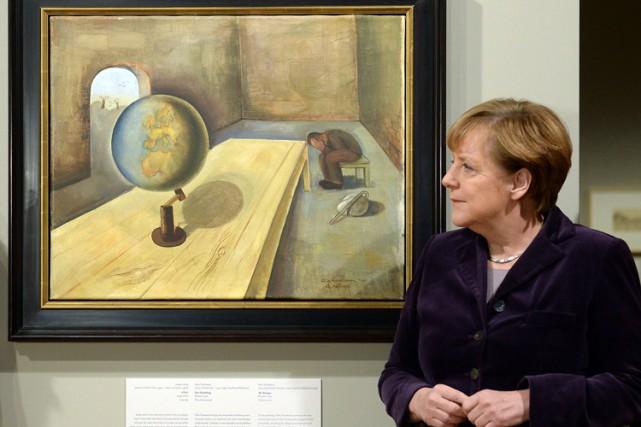 La chancelière allemande Angela Merkel pose devant un... (PHOTO AFP)