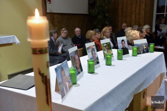 La paroisse Bon-Pasteur a rendu hommage aux six... (Le Soleil, Caroline Grégoire)