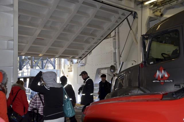 À Baie-Comeau, les passagers à pied doivent sortir... (Collaboration spéciale Johanne Fournier)