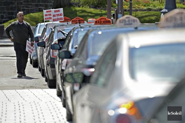 Les politiciens mettent en garde les chauffeurs de taxi contre la tentation de... (Photothèque Le Soleil, Patrice Laroche)