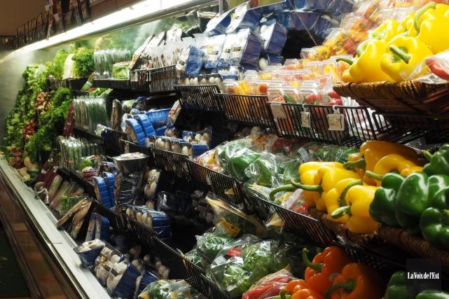 «3 Achetez, autant que possible, des fruits et... (Alain Dion, archives La Voix de l'Est)