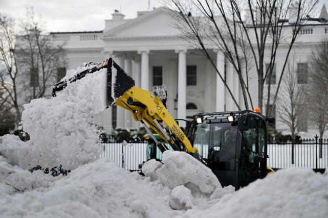 Les opérations de déblayage devraient nécessiter encore plusieurs... (PHOTO AFP)