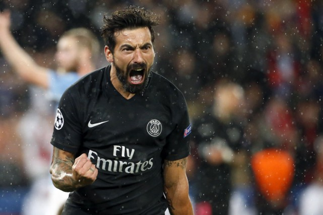 Le joueur argentin du PSG Ezequiel Lavezzifigure parmi... (PHOTO AFP)