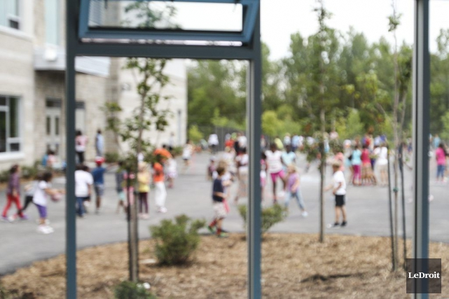 Deux directeurs d'écoles francophones de la région comptent parmi les 40... (Patrick Woodbury, Archives LeDroit)