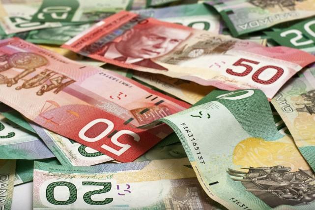 Le dollar canadien subit une dégringolade historique, le prix du baril de... (Photo 123RF)