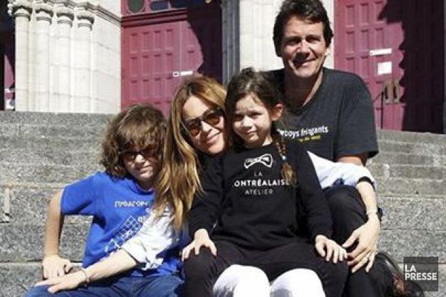 Pierre Karl Péladeau, Julie Snyder et leur deux... (Tirée de Facebook)