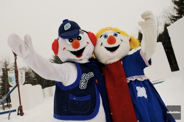 Les mascottes de Saguenay en neige, Flocon et... (Photo Le Quotidien, Mariane L. St-Gelais)