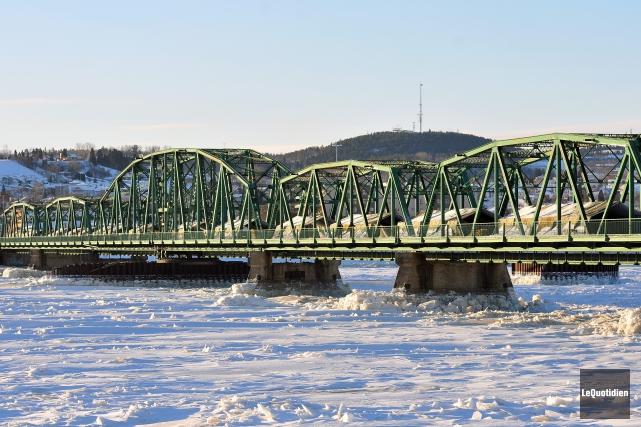 Le pont de Sainte-Anne appartient à la Ville,... (Archives Le Quotidien, Jeannot Lévesque)
