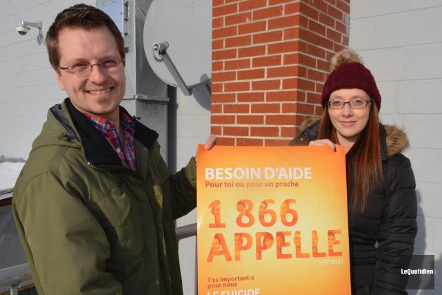 Rémi Riverin et Mélanie Lapierre, du Centre de... (Photo Le Quotidien, Laura Lévesque)