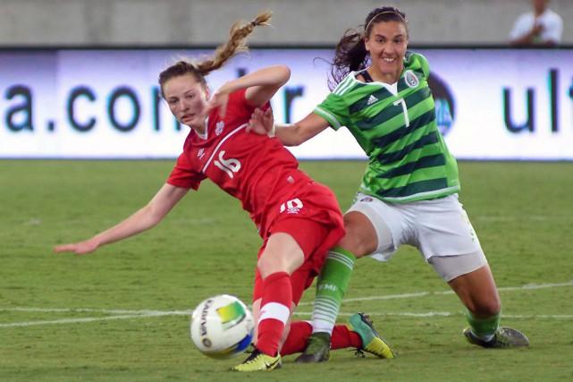 Gabrielle Carle (16)... (Fournie par Canada soccer, ALLSPORTS)