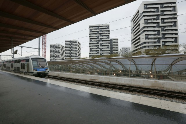 La nouvelle station Rosa-Parks, au nord-est de Paris,... (PHOTO JACQUES DEMARTHON, AGENCE FRANCE-PRESSE)