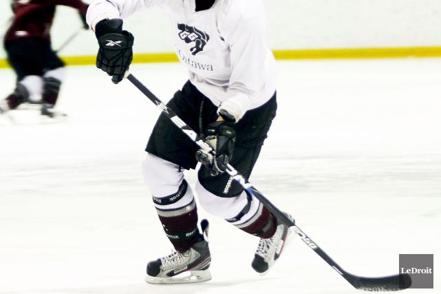 Plusieurs membres de l'équipe de hockey de l'Université d'Ottawa ont dénoncé le... (PHOTO ARCHIVES LEDROIT)