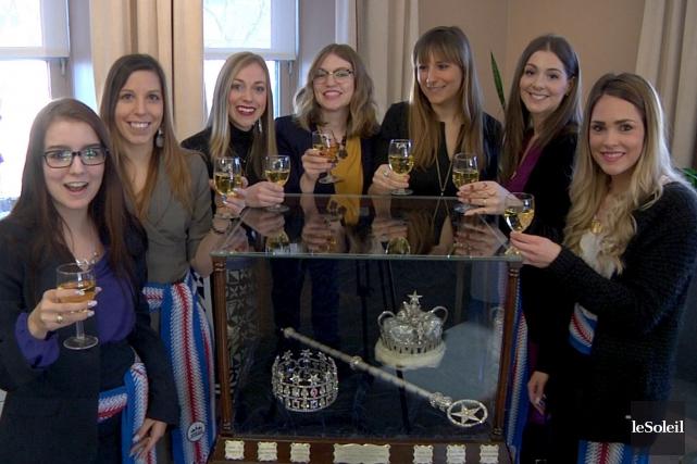 Les duchesses du Carnaval de Québec se préparaient... (Le Soleil, Frédéric Matte)