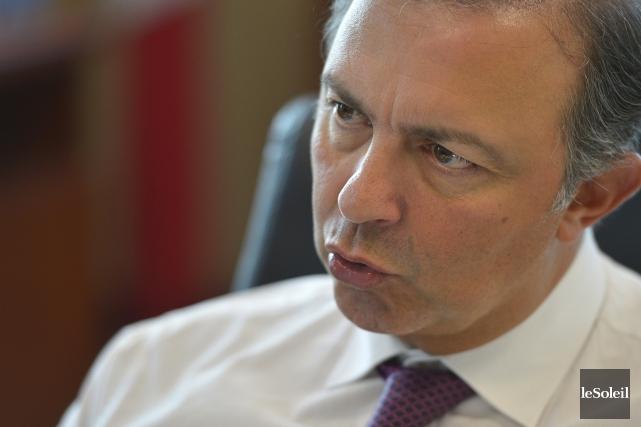 Le ministre de l'Emploi, Sam Hamad... (Photothèque Le Soleil)