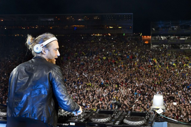 Le DJ David Guetta en spectacle au festival... (PHOTO ARCHIVES AFP)