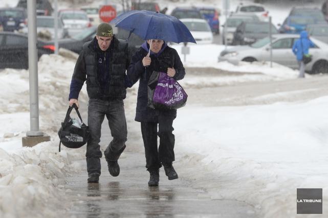 Notre hiver déjà pas très vigoureux prendra une pause au cours des prochains... (Archives La Tribune)