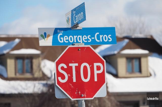 Une des pancartes «stop» décriées par un citoyen... (Alain Dion, La Voix de l'Est)
