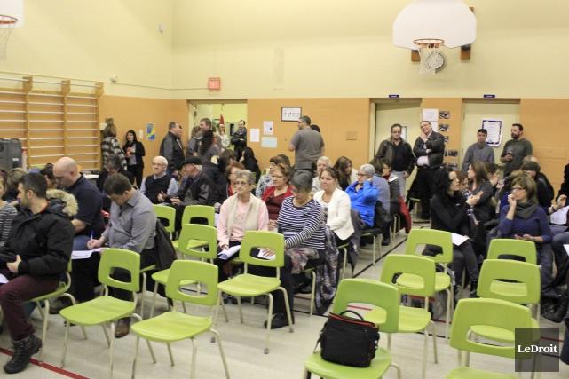 Plus d'une soixantaine de personnes ont pris part... (Martin Brunette, LeDroit)