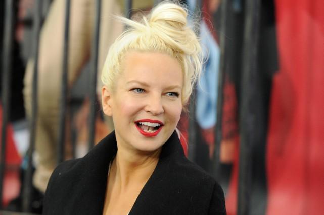 La chanteuse Sia, dont le succès Chandelier avait rythmé la bande-son... (PHOTO ARCHIVES AP)