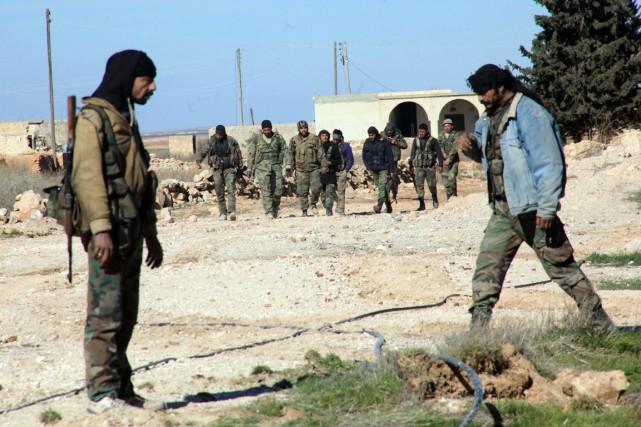 Des combattants prorégime sont vus à Ain al-Hanash,... (PHOTO GEORGES OURFALIAN, ARCHIVES AFP)