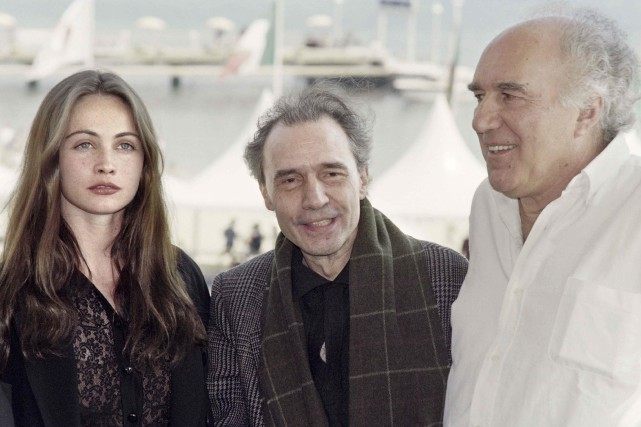 Jacques Rivette à Cannes en 1991, entouré des... (Archives AFP)