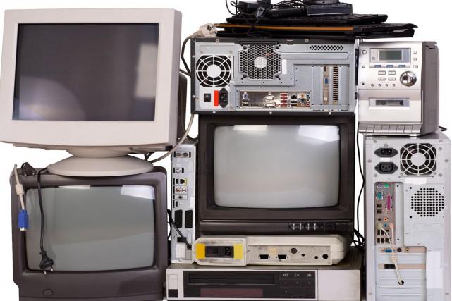 En apportant vos produits électroniques en fin de... (123 RF)