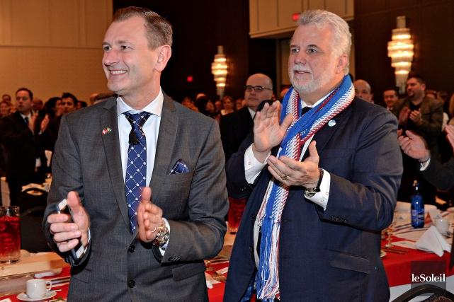 Le président d'Ikea Canada, Stefan Sjöstrand, en compagnie... (Le Soleil, Patrice Laroche)