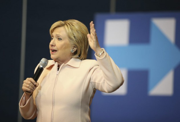 Hillary Clinton s'exprime dans un meeting à Dubuque,... (Photo Andrew Harnik, AP)