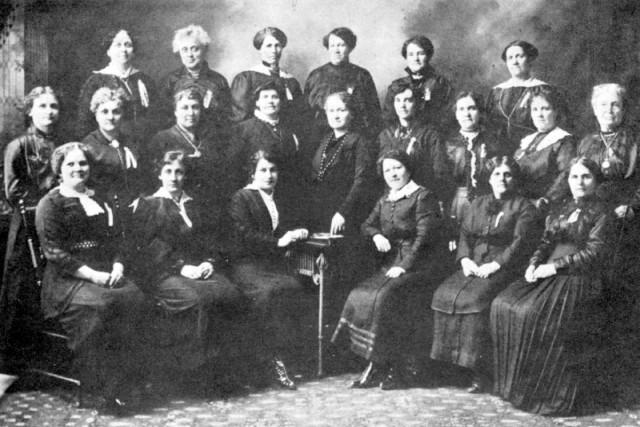 Les soeurs Diane et Béatrice Desloges, Guigues d'Ottawa,... (Archives de la Ville d'Ottawa, CA-0283)