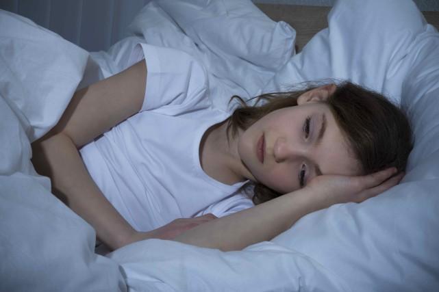 Le recours aux somnifères chez les enfants est... (123RF/Andrey Popov)