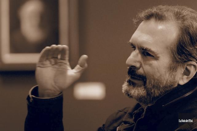 «J'ai beaucoup voyagé musicalement. J'essaie d'explorer, en tenant... (Alain Dion, La Voix de l'Est)