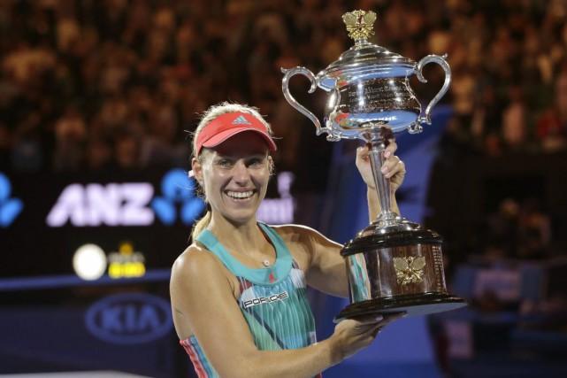 Angelique Kerber a soulevé son premier trophéedans un... (PHOTO AARON FAVILA, AP)