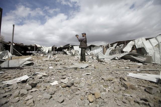 Selon l'ONU, la guerre a fait au moins... (PHOTO MOHAMED AL-SAYAGHI, REUTERS)