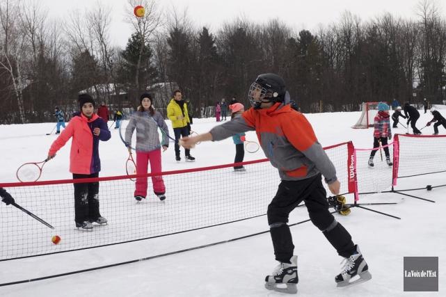 Le tennis sur glace, une nouveauté de cette... (Alain Dion, La Voix de l'Est)